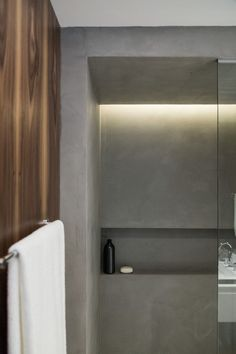 In this shower, a built-in shelf has been included in the design and hidden light provides a soft glow. Bathroom Niche, Shower Niche, Modern Bathroom, Light Bathroom, Bathroom Ideas, Shower Lighting, Cove Lighting, Hidden Lighting, Black Backsplash