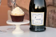 Champagne Cupcakes made with Cupcake Vineyards Prosecco *Champagne Cake *Champagne Pastry Creme Filling *Champagne Frosting Baking Cupcakes, Cupcake Recipes, Cupcake Cakes, Dessert Recipes, Cupcake Wine, Cupcake Ideas, Mini Cakes, Yummy Recipes, Cupcake Prosecco
