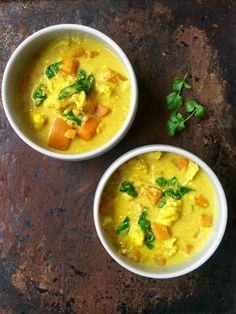 Curry med blomkål, sötpotatis, mangochutney och spenat