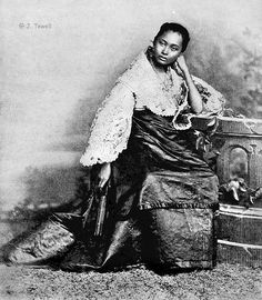 Full blooded native girl in reception attire, Manila, Philippines, 1899 or before Les Philippines, Philippines Fashion, Philippines Culture, Philippines Travel, Women In History, Black History, Old Photos, Vintage Photos, Vintage Artwork