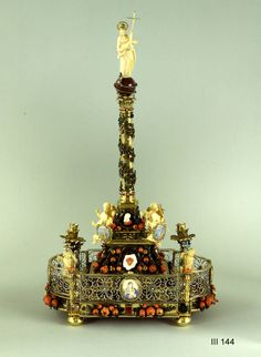 The Mariensäule, made of precious materials, is an intimate treasure chamber piece, the form of which is borrowed from the architectural monuments. High on top of the column stands Mary as Heaven's Queen on the one from the Paradise Hills