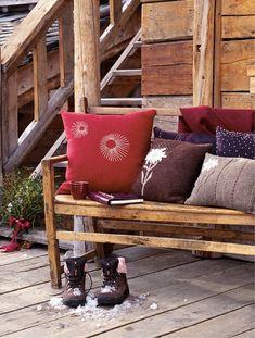 Des coussins en laine aux motifs variés