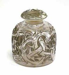 """129: 1920 R. Lalique """"Epines"""" Perfume Bottle : Lot 129"""