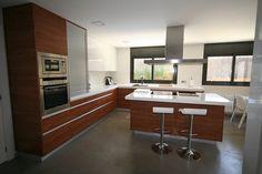 Modelo: Multicapas /  Colores: Formica 3091 AR+ /  Egger Teka Yakarta Cocinas Kitchen, Table, Furniture, Home Decor, Jakarta, Decoration Home, Room Decor, Tables, Home Furnishings