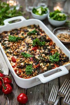 Vegogratäng med grönkål, fetaost och soltorkade tomater - Landleys Kök Go Veggie, Veggie Recipes, Cooking Recipes, Healthy Recipes, Vegetarian Recepies, Vegetarian Cooking, Healthy Cook Books, Vegan Clean, Greens Recipe