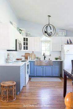 BEAUTIFUL coastal cottage kitchen makeover and ideas. Love the white and gray painted cabinets, globe pendant light fixture and farmhouse style apron-front sink. #coastalcottage #cottageliving #kitchenremodel #beforeandafter