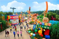 """Hong Kong Disneyland Rides 
