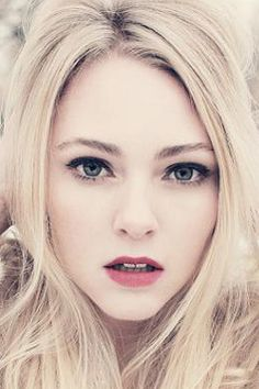 Remember the bubblegum girl in Charlie and the Chocolate factory? Anna Sophia Robb <3