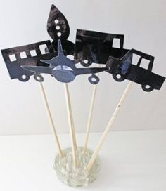 ☆ Shadow Puppets ☆ Transform storytime into an interactive playtime experience with these innovative paper crafts. A cute way to introduce shadows to kids and spark imaginative play as well. Projects For Kids, Diy For Kids, Crafts For Kids, Children Crafts, Classroom Projects, Puppet Tutorial, Puppets For Kids, Puppet Making, Shadow Play