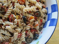 Pasta salad with tuna, pine nuts, and red peppers – fructose free me Salad Recipes Video, Pasta Salad Recipes, Fodmap Diet, Low Fodmap, Fodmap Foods, Fructose Malabsorption, Fructose Free, Fodmap Recipes, Roasted Red Peppers