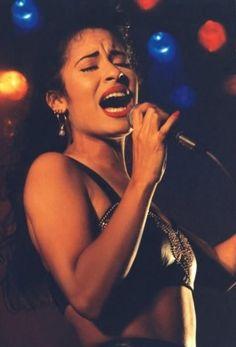 I love Selena so much!