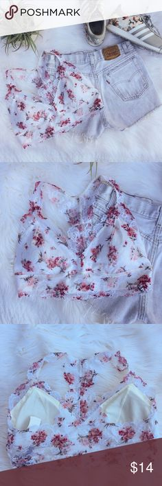 •Floral & White Lace Racerback Bralette• NWT feminine floral and white bralette with lace detailing. Removable padding for those who wish to go without padding.   •size: large •color/print: white and pink floral  •new with tags   •removable padding  •racetrack bralette •lace detail •put on overhead  •No trades(comments will politely be ignored). •15% off 2+ items 💕 Intimates & Sleepwear Bras