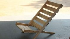 Repurpose Wooden Pallets Into Folding Chairs - we love pallet furniture! #DIY