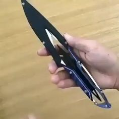 Via: Awesome knife ❤❤💥💥🔥😍😍 Zombie Weapons, Ninja Weapons, Weapons Guns, Self Defense Weapons, Pretty Knives, Cool Knives, Swords And Daggers, Knives And Swords, Tactical Knives