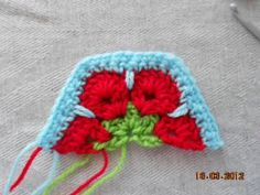 A half-hexagon version of the African Flower motif.  Step-by-step photos and a written pattern.