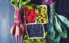 Müdigkeit, Haarausfall oder Heißhunger? Daran könnte auch ein Vitamin- oder Nährstoffmangel schuld sein. Wir verraten, was passiert, wenn du nicht genug Obst, Fleisch & Co. isst.