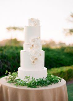 Classic + elegant white wedding cake: http://www.stylemepretty.com/2016/05/23/ethereal-garden-party-style-wedding/ | Photography: Jose Villa - http://josevilla.com/