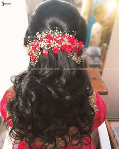 Hair Ideas For The Ladies.Ideas regarding excellent looking hair. Your own hair is undoubtedly exactly what can easily define you as a man or woman. To most people today it is definitely important to have a very good hairstyle. Hairstyle Try On. Bridal Hairstyle Indian Wedding, Bridal Hair Buns, Bridal Hairdo, Hairdo Wedding, Bridal Hair Flowers, Wedding Makeup, Saree Hairstyles, Indian Wedding Hairstyles, Bride Hairstyles