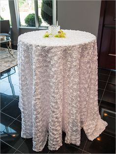 Elegant and modern table decor at The Estate #chicago