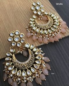 mionova Amazing Outfit Ideas for Every Personal Style Indian Bridal Jewelry Sets, Indian Jewelry Earrings, Gold Bridal Earrings, Silver Jewellery Indian, Jewelry Design Earrings, Gold Earrings Designs, Ear Jewelry, Jhumka Designs, Hoop Earrings