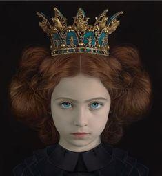 Let & cia Art Photography Portrait, Portrait Art, Adriana Duque, Headdress, Headpiece, Fotografia Fine Art, Floral Fascinators, Hair Reference, Fashion Poses
