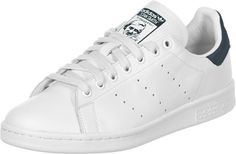 the best attitude b3ed1 9cb68 La chaussure Adidas Stan Smith est la réédition de la chaussure de tennis de  1972.