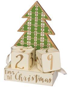Christmas Ornament Wreath, Dollar Tree Christmas, Gold Christmas Tree, Plaid Christmas, Christmas Holidays, Christmas Wreaths, Christmas Ideas, Christmas Goodies, Christmas Signs