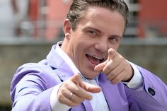 De populaire volkszanger Johnny van Hissen zal niet optreden tijdens de kermisin Eernewoude. Van Hissen heeft het optreden afgezegd…