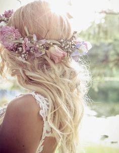 Wedding hairstyle ideas for the bride and bridesmaids Picture DescriptionRose and Baby's Breath Flower Crown Beach Wedding Hair, Mod Wedding, Bridal Hair, Dream Wedding, Baby Breath Flower Crown, Babys Breath Flowers, Best Wedding Hairstyles, Crown Hairstyles, Hairstyle Ideas