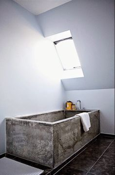 This amazing Concrete Bathtub makes a real statement. The rawness of the concrete compared to the modern decor makes the tub the main emphasis of the bathroom. Beton Design, Concrete Design, Bathroom Inspiration, Interior Inspiration, Bathroom Ideas, Bathroom Taps, Boho Bathroom, Industrial Bathroom, Bathroom Renovations