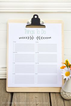 """Printable """"To Do List"""". I TOTALLY need this right now. I'm going to put mine in a picture frame and use a dry-erase marker to write on it each week. :)"""