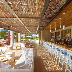 to Create an Elevated Rustic Space Steal the look of a woven shade structure for your tiki bar makeover!Steal the look of a woven shade structure for your tiki bar makeover! Restaurant Bar, Beach Restaurant Design, Outdoor Restaurant, Pool Bar, Coffee Shop Design, Cafe Design, Design Design, Piscina Hotel, South Beach Hotels