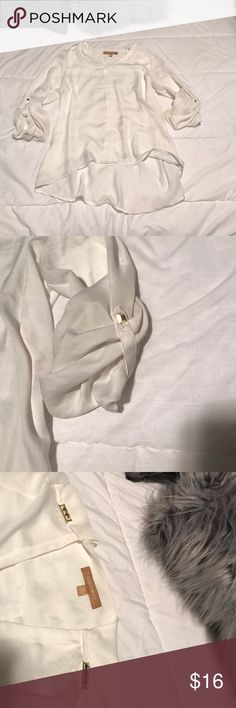 White flowy blouse Great condition! Rarely worn Ellen Tracy Tops Blouses