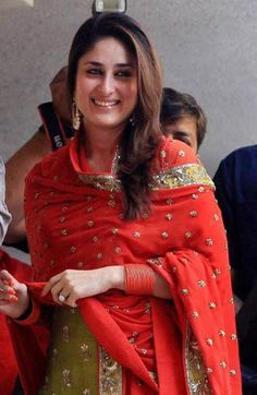 m Suit Pic, Kareena Kapoor Pics, Karena Kapoor, Embroidery Suits Punjabi, Samantha Pics, Punjabi Salwar Suits, Indian Look, Indian Celebrities, Indian Designer Wear