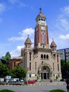 Cathedral St John the Baptist in Ploiești. Cool Art, Fun Art, Organic Architecture, John The Baptist, The Beautiful Country, Big Ben, Art Nouveau, Cathedral, Around The Worlds