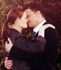 There looks to be several good Brennan and Booth scenes in the finale. I can't wait for this one! #Bones