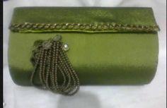 sobre de mano verde oliva