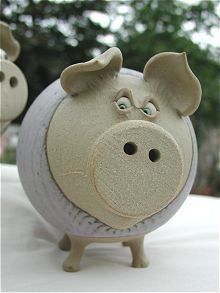Such pretty eyes! Such pretty eyes! The post Such pretty eyes! appeared first on Spardose ideen. Hand Built Pottery, Slab Pottery, Ceramic Pottery, Ceramic Art, Pottery Animals, Ceramic Animals, Clay Animals, Paper Mache Clay, Paper Clay
