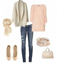 relaxed outfit in blush pink