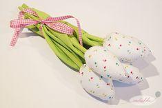 Jak uszyć tulipany 9 Fabric Flowers, Diy And Crafts, Dinosaur Stuffed Animal, Animals, Girls Dresses, Manualidades, Animales, Animaux, Burlap Flowers