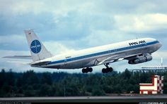 Boeing 707 in Pan-Am colours. The question is which of the two is more iconic?