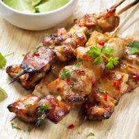 Chicken kabobs are a classic summer dish and these skewers are seasoned with chili-lime for great flavor. You can serve entirely meat kabobs or alternate chicken with sautéed veggies. Sriracha Chicken, Chicken Skewers, Lime Chicken, Chicken Satay, Real Food Recipes, Chicken Recipes, Cooking Recipes, Healthy Recipes, Pollo Satay