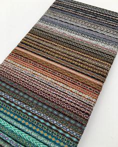 Hemos recibido pulseras de telar egipcio 👌 nuevos diseños y nuevos colores de temporada🌺 interesados contactar por correo en nuestra pagina 👆 Card Weaving, Tablet Weaving, Textiles, Rug Ideas, Weaving Patterns, Jewellery, Rugs, Instagram, Bracelets