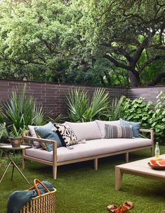 Do you like to redesign backyard, as much as we do? I am pretty sure, the answer is yes :-) Here is a post related with backyard furniture. Outdoor Sofa, Outdoor Spaces, Outdoor Living, Outdoor Decor, Indoor Outdoor, Diy Garden Furniture, Best Outdoor Furniture, Furniture Decor, Modern Furniture
