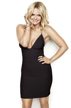 Country singer Miranda Lambert lands the January 2016 cover of Cosmopolitan Magazine, looking smokin' hot in a little black dress. After a very public divorce… Blake Shelton Marriage, Maranda Lambert, Leigh Lambert, Miranda Lambert Photos, Miranda Lambert Divorce, Blake Shelton Miranda Lambert, Keith Urban, Female Singers, American Idol