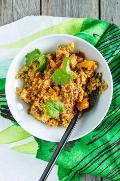 Lämmin kukkakaali-broilerikulho | Maku Fried Rice, Chicken Wings, Risotto, Cauliflower, Fries, Food Porn, Food And Drink, Keto, Vegetables