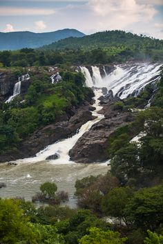 Shivasamudra falls @ Karnataka provides breathtaking views of the falls at various levels.