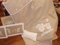 Colcha, cojín y cuadros, habitación de Paula