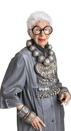 "Iris Apfel: ""No amount of money can buy you style. It's just instinctive."" - (love this sassy lady) Over 50 Womens Fashion, Fashion Over, Look Boho Chic, Iris Fashion, Advanced Style, Glamour, Aging Gracefully, Old Women, Style Icons"