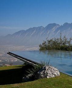 Dramatic infinity pool. House in Monterrey, by Tadao Ando (2011). Copyright © 2013 Ogawa Studio.